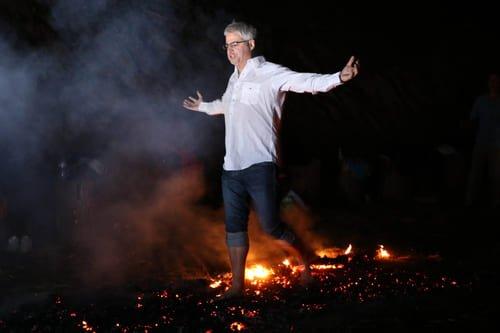 JP Beaudoin photo marche sur le feu Blog Article. Maîtrise tes émotions et tes peurs